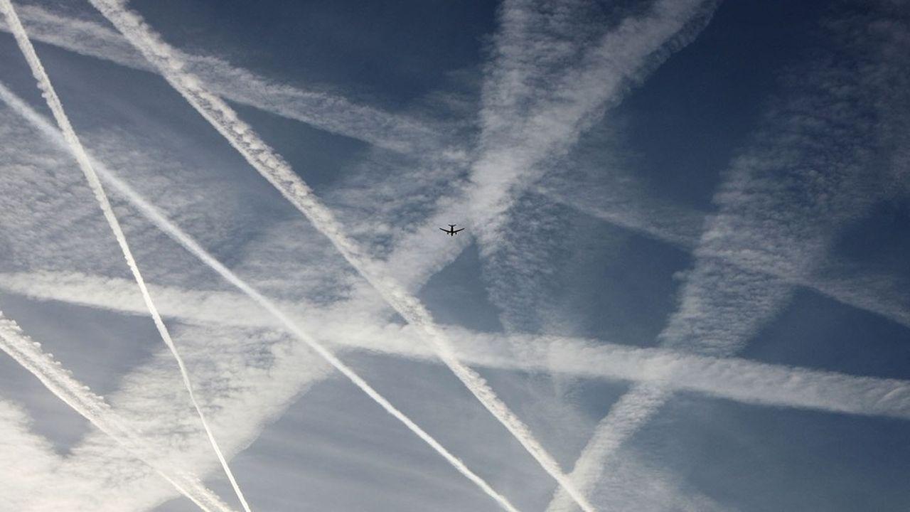 L'optimisation de l'utilisation des avions grâce à l'analyse des données permettrait de réduire significativement la surconsommation de carburant et la pollution aérienne.