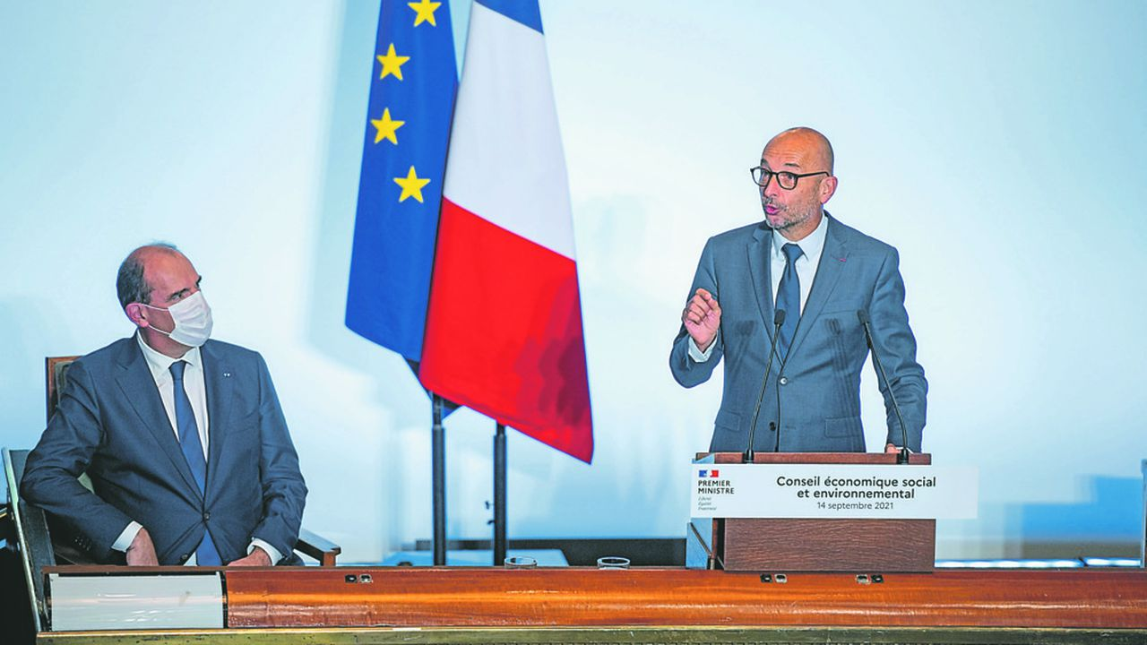Le Premier ministre, Jean Castex, et le président du Cese, Thierry Beaudet, lors de la venue du chef du gouvernement au palais d'Iéna, ce mardi.