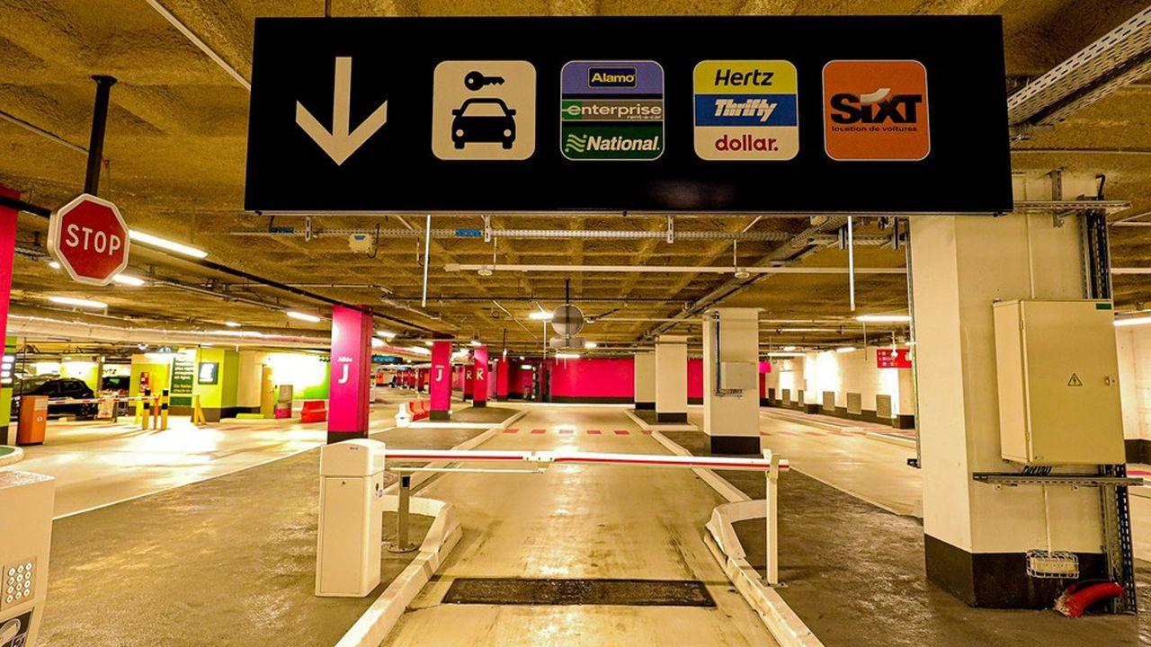 Les grosses agences de location de voitures auraient besoin d'un nombre conséquent de bornes de recharge, dotées d'une bonne puissance, pour recharger rapidement leur flotte. Mais la plupart des aéroports ne disposent pas d'une alimentation électrique suffisante.
