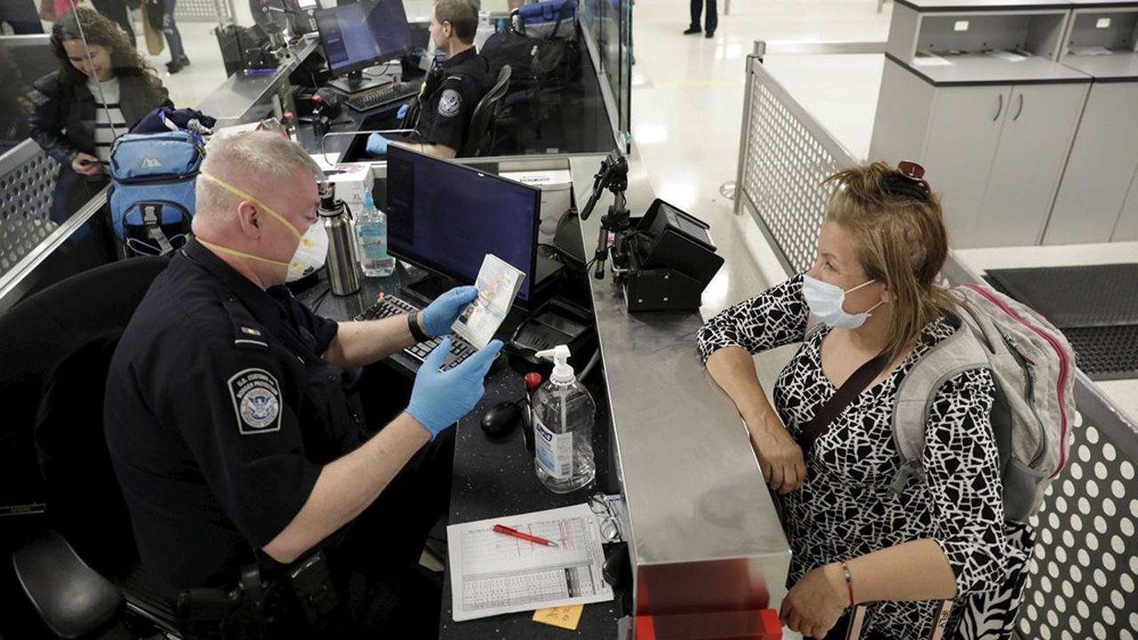 Les nombreux candidats à un voyage aux Etats-Unis ne savent toujours pas s'ils pourront partir début novembre, pendant les vacances de la Toussaint.