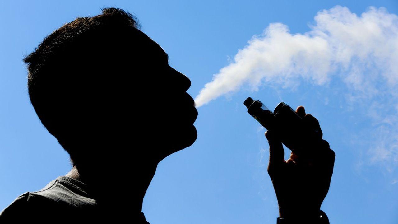 La FDA a engagé un examen approfondi des risques et des bénéfices du vapotage pour décider de la possibilité de poursuivre ou pas la commercialisation des e-cigarettes aux Etats-Unis