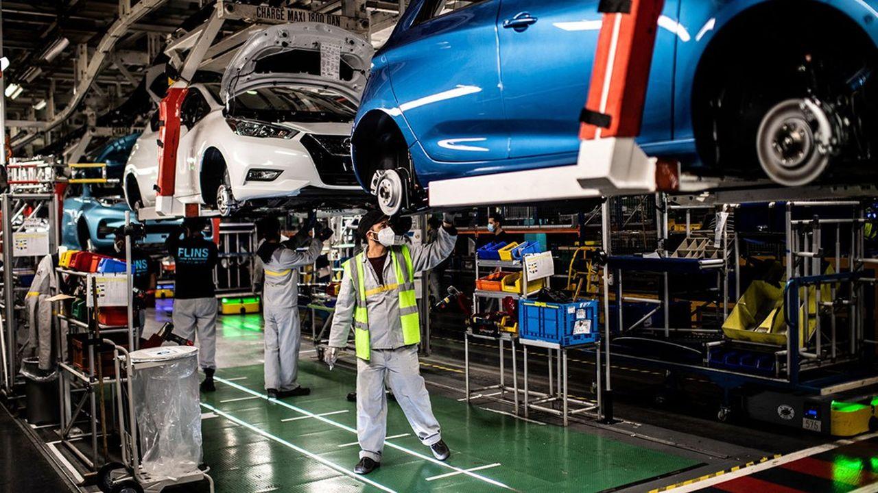 Les deux constructeurs nationaux, Renault et PSA (qui vient de se marier avec Fiat Chrysler) se livrent une concurrence féroce et ont du mal à coopérer.