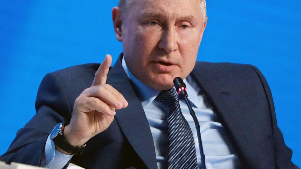 Le président russe Vladimir Poutine, à la tribune d'un forum sur l'énergie à Moscou ce mercredi.