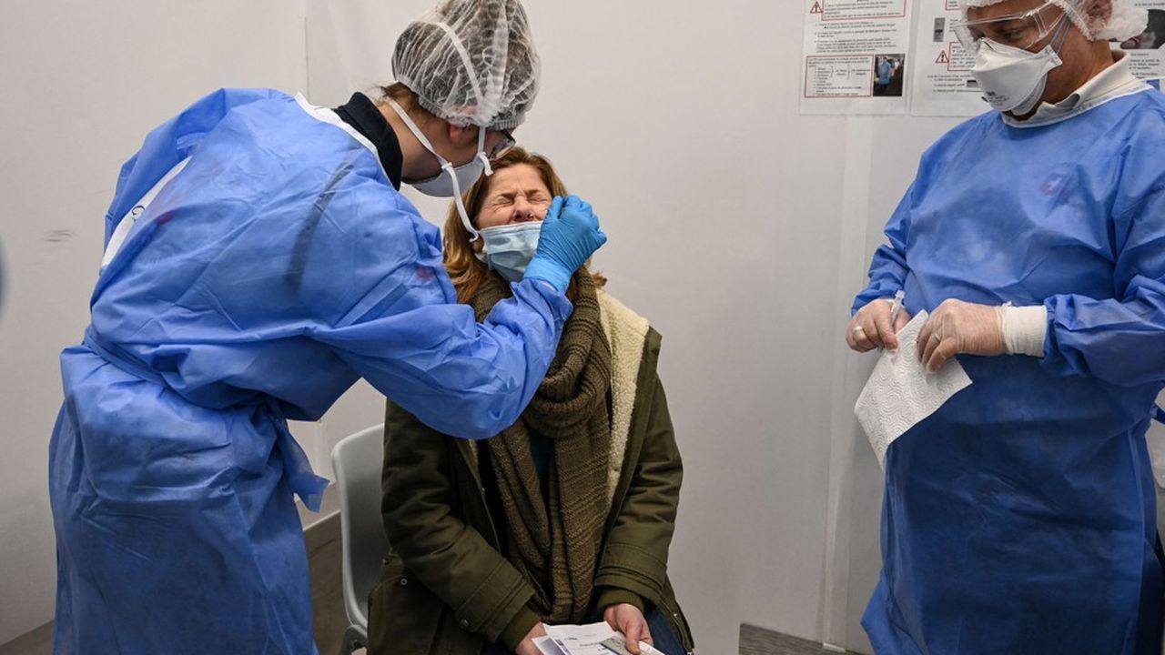 Les tests PCR coûteront 44euros et les tests antigéniques, 22euros, s'ils sont réalisés en laboratoire.