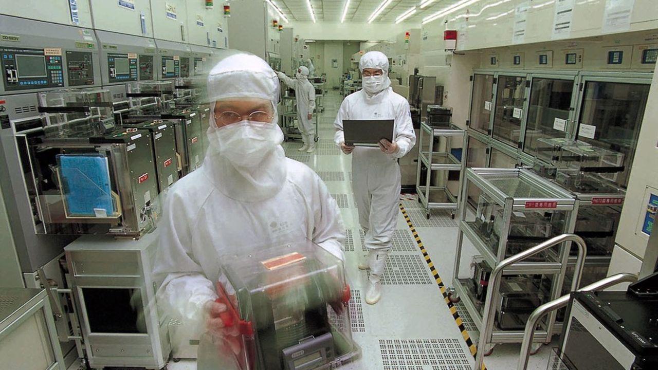 Des techniciens de Taiwan Semiconductor (TSMC) au travail.