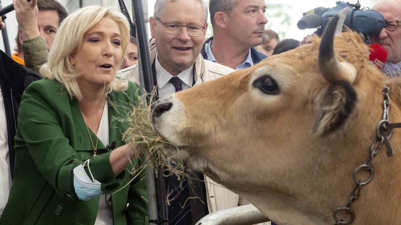 Marine Le Pen au chevet des professionnels de l'élevage, la semaine dernière à Cournon d'Auvergne.