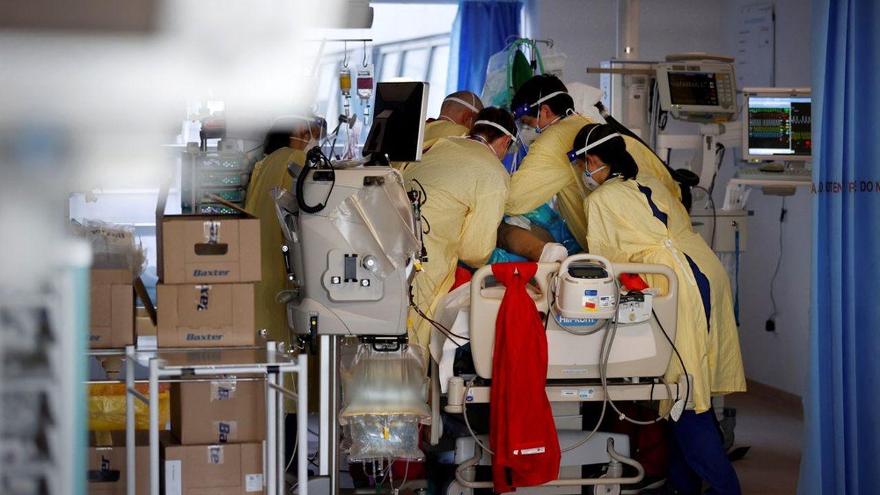 Covid : l'Angleterre confrontée à une nouvelle flambée épidémique